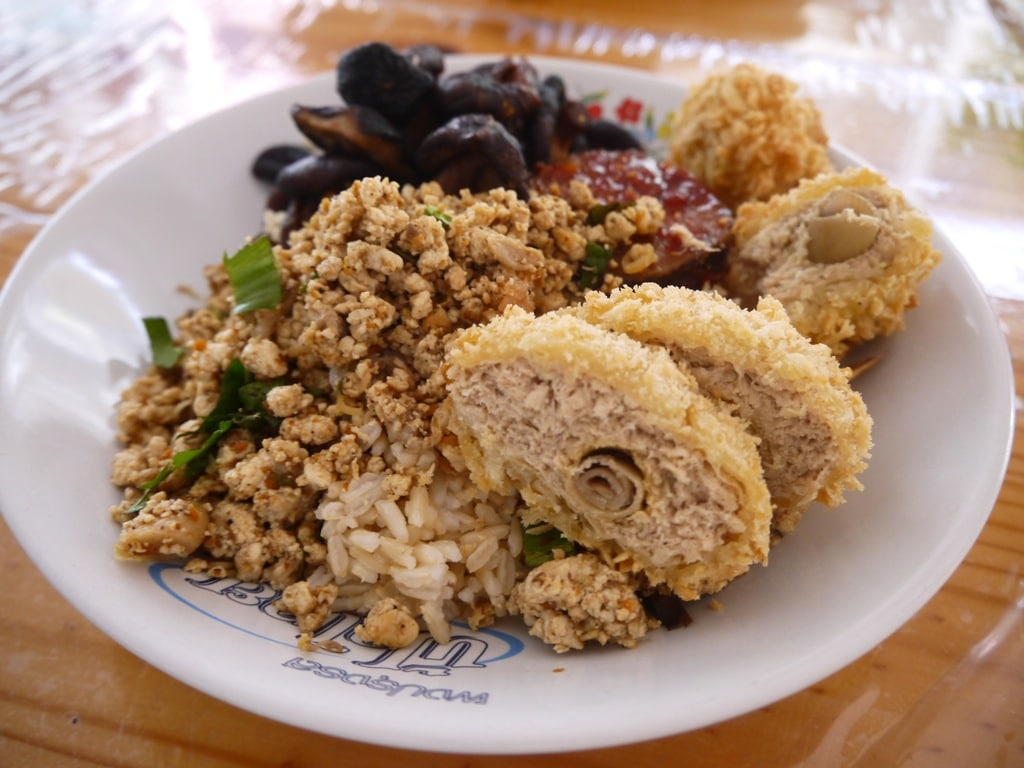 Rice, Larb, Vegetables and Fake Chicken