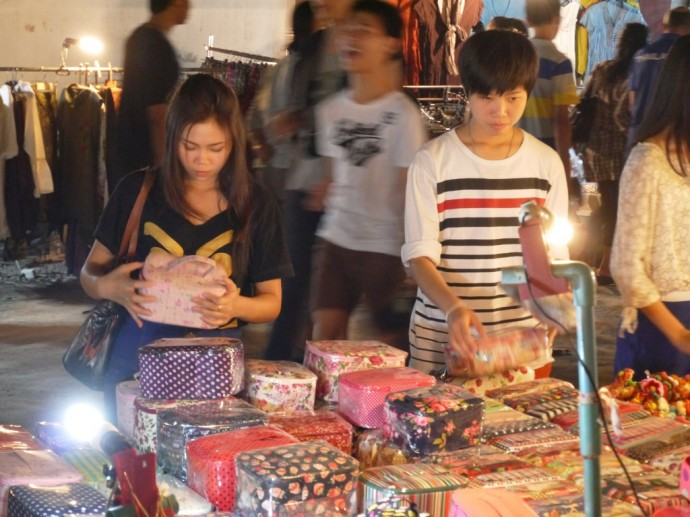 Browsing At The Sunday Night Market
