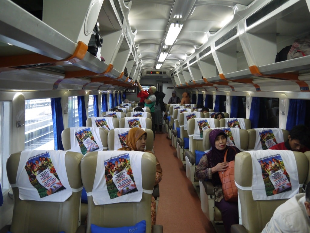traveling by bus or train How to travel from bangkok to siem reap (angkor wat) & phnom penh by train & bus, and by bus from phnom penh to saigon (ho chi minh city or hcmc) bus information for phnom penh to siem reap, sihanoukville, kampot and battambang.