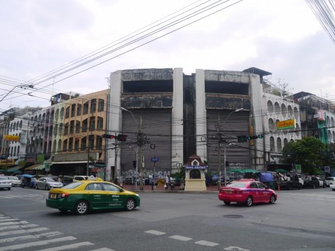 New World Mall At Bang Lam Pu Junction