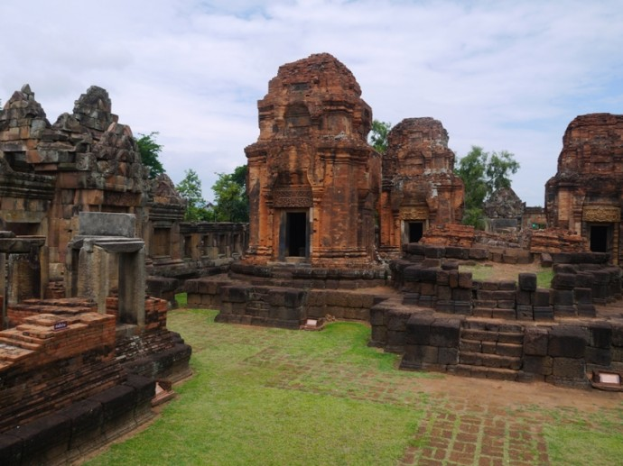 Beautiful Khmer Architecture Of Muang Tam