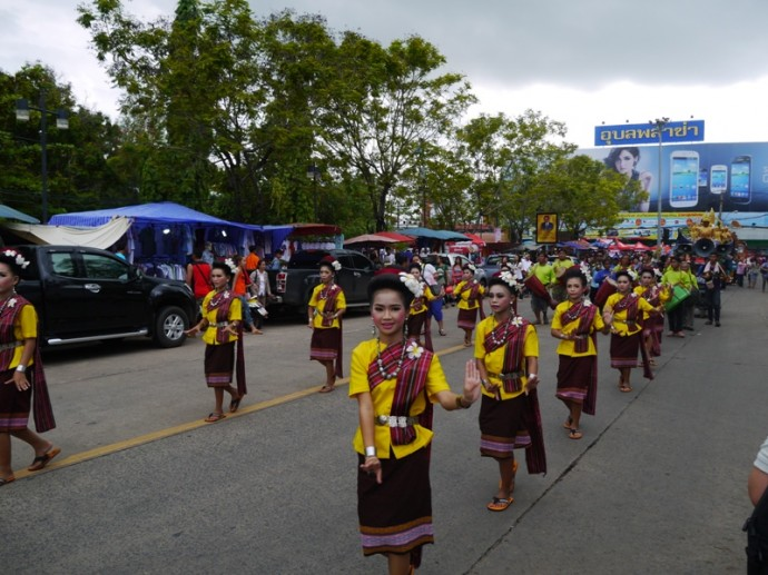 Girls In Traditional Dress Dancing At Ubon Ratchathani Candle Festival 2014