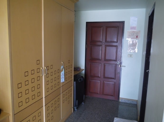 Triple Wardrobe At Maneerote Hotel, Surin