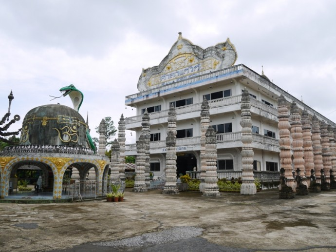 You Can See The Embalmed Body Of Luang Pu Bunleua Sulilat On The 3rd Floor Of This Building