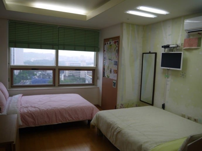 Two Double Beds At Charm #3 Apartment, SK Hub, Seoul