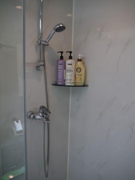Shower At Charm #3 Apartment, SK Hub, Seoul