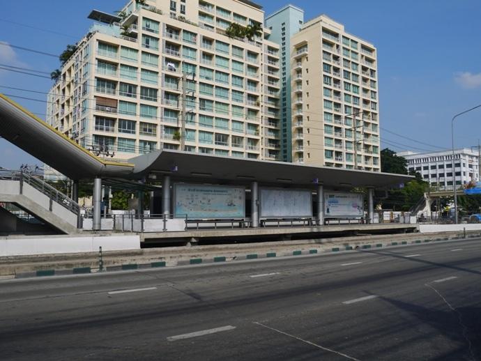 Wat Pariwat BRT Station - Get Off Here For The David Beckham Temple
