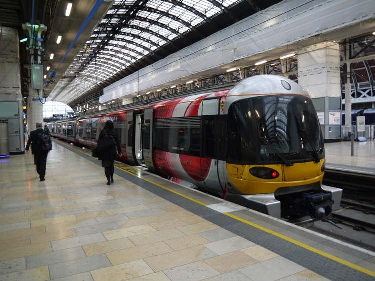 Heathrow Airport To Central London By Heathrow Express ...