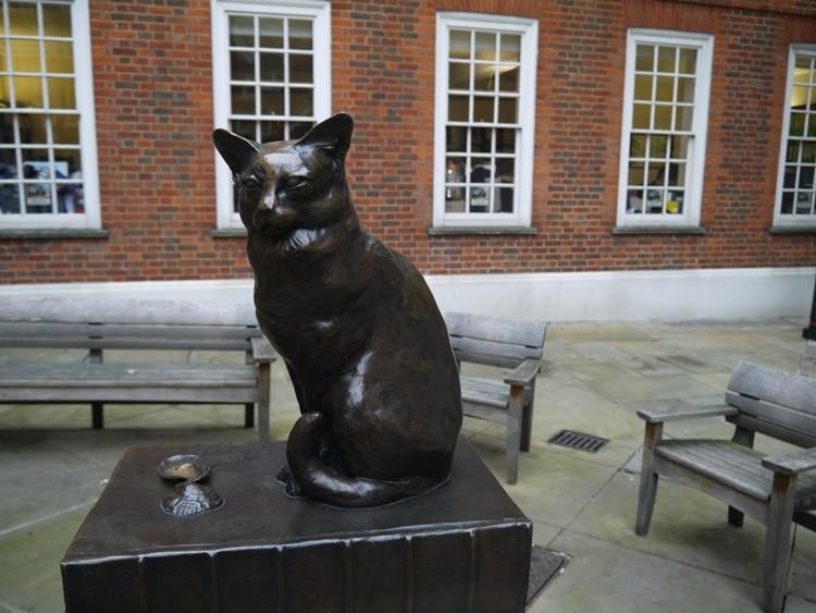 Samuel Johnson's Cat, Hodge At Gough Square, London