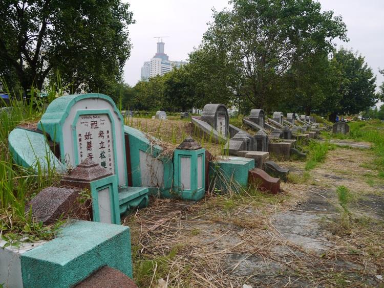 Graves At Teochew Chinese Cemetery, Bangkok