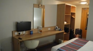 travelodge-central-swansea-5