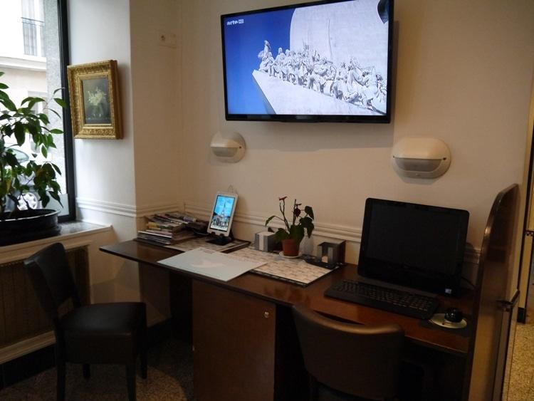 TV & PC At Hotel Darcet, Paris