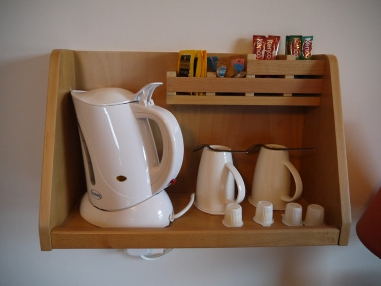 Kettle, Cups & Free Tea And Coffee