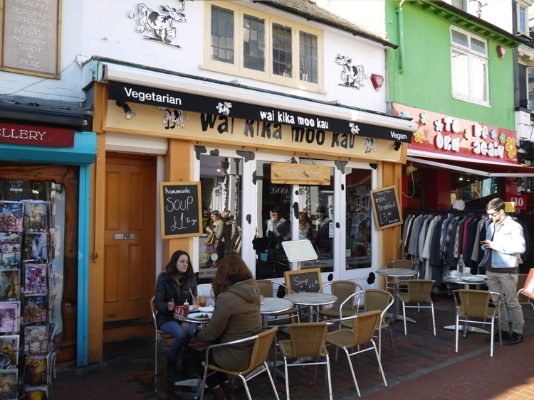 Wai Kika Moo Kau, Brighton