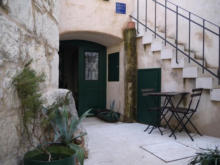 divota-apartment-hotel-outside
