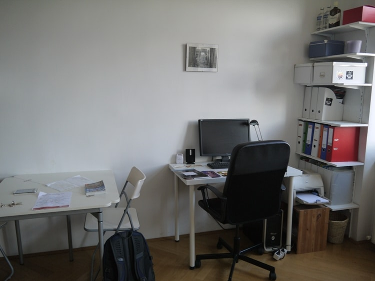 Table, Desk & PC At Airbnb Apartment In Vienna