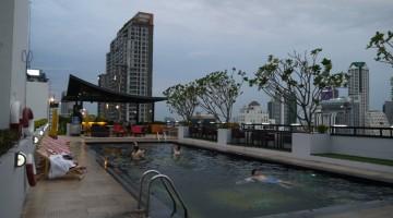 furama-silom-hotel-swimming-pool