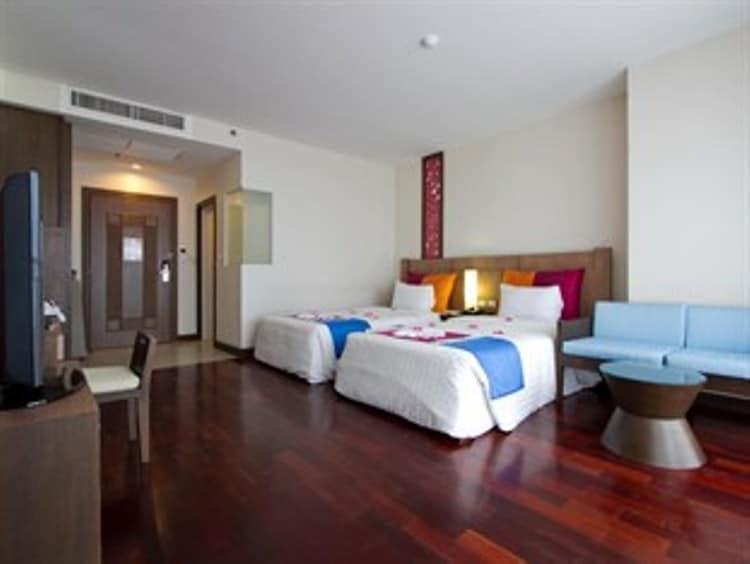 Sea View Room At Pattaya Discovery Beach Hotel